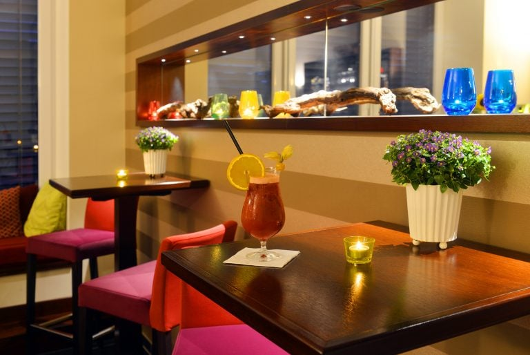 12 Brogsitter Romantik Hotel Bar e1554997409842