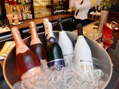 13.1-Brogsitter-Romantik-Hotel-Bar