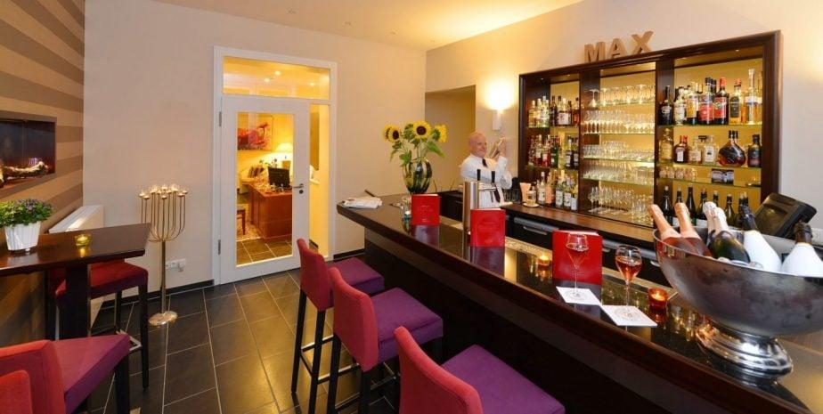 15 Brogsitter Romantik Hotel Bar e1554997386621