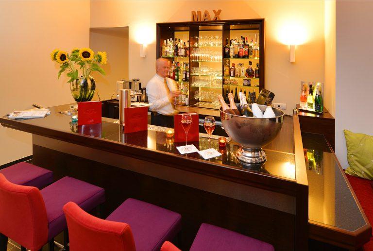 17 Brogsitter Romantik Hotel Bar e1554997378496