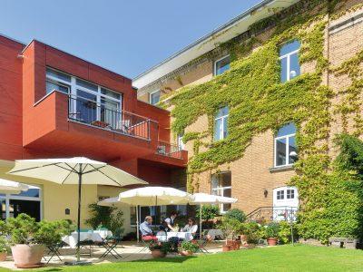 Romantikhotel-Brogsitter-Terrasse-04