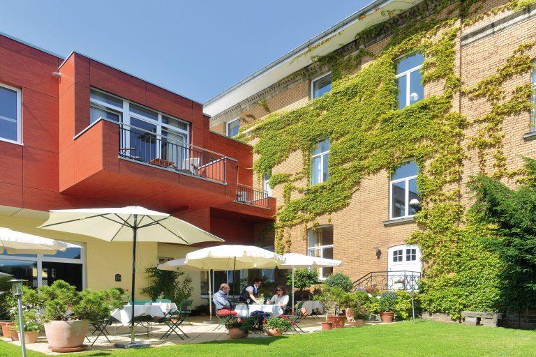 Romantikhotel Brogsitter Terrasse 04 e1543781191528