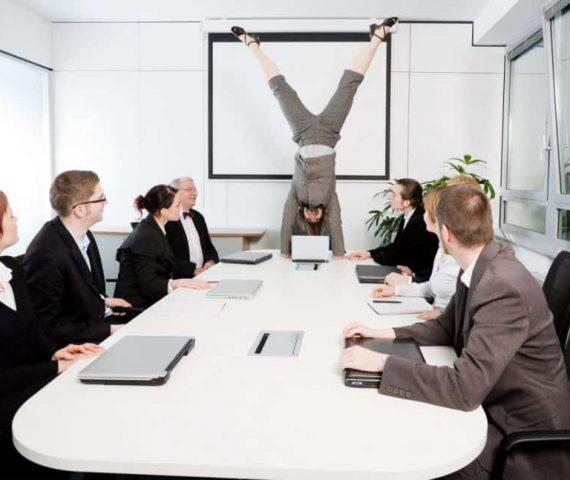 Konferenzraum - Handstand